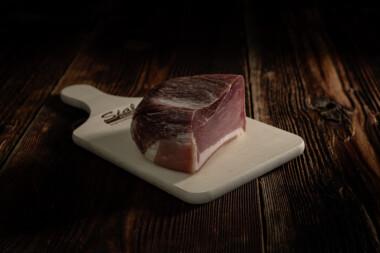 Rohnuss-Schinken Rohschinken Schweinetrockenfleisch Trockenfleisch Fleischtrockenerei Sialm Segnas Disentis Graubünden Tradition Spezialität