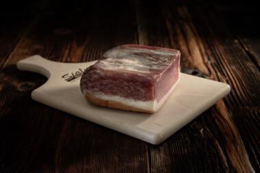 Bauernschinken Unterspälte Rohschinken Schweinetrockenfleisch Trockenfleisch Fleischtrockenerei Sialm Segnas Disentis Graubünden Tradition Spezialität