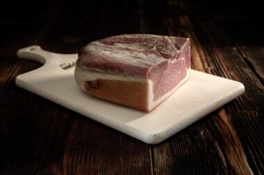 Bauernschinken Rohschinken Schweinetrockenfleisch Trockenfleisch Fleischtrockenerei Sialm Segnas Disentis Graubünden Tradition Spezialität