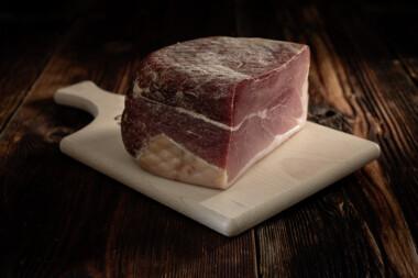 Rohschinken Schweinetrockenfleisch Trockenfleisch Fleischtrockenerei Sialm Segnas Disentis Graubünden Tradition Spezialität