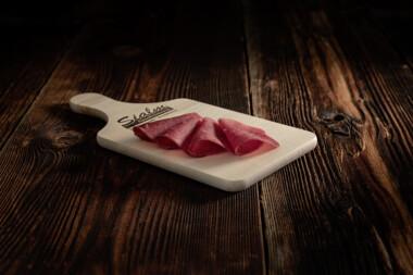 Mostbröckli geräuchert Rindtrockenfleisch Rindfleisch Trockenfleisch Fleischtrockenerei Sialm Segnas Disentis Graubünden Tradition Spezialität