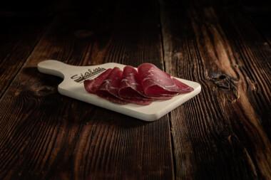 Rindtrockenfleisch Rindfleisch Trockenfleisch Fleischtrockenerei Sialm Segnas Disentis Graubünden Tradition Spezialität