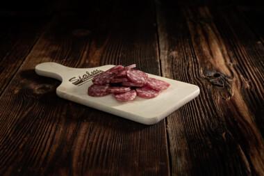 Andutgel geschnitten Rindfleisch Schweinefleisch Wurst Trockenwurst Rohwurst Trockenfleisch Fleischtrockenerei Sialm Segnas Disentis Graubünden Tradition Spezialität