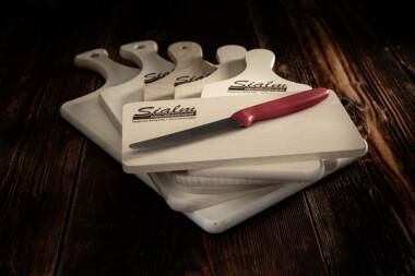 Brettli + Messer Fleischtrockenerei Sialm Segnas Disentis Graubünden Tradition Spezialität