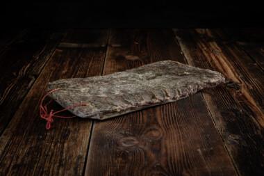 Alpenkräuter-Rohess-Speck Schweinetrockenfleisch Trockenfleisch Fleischtrockenerei Sialm Segnas Disentis Graubünden Tradition Spezialität